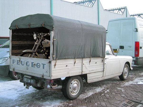 Peugeot 404 met motor achterin